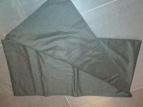 Materiał wełna czarny, dł 315 cm