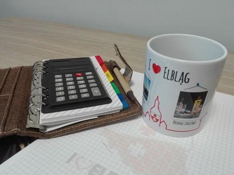 Zestaw Gadżetów: 2 x metalowy brelok z Piekarczykiem, 2x gum